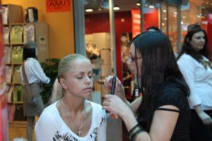 Avon-2010_Road-Show-Armada-krasy_09-300x200 Avon-2010_Road-Show-Armada-krasy_09